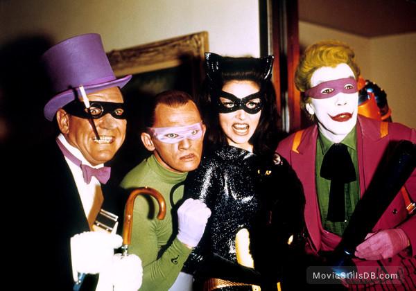 Batman - Publicity still of Burgess Meredith, Frank Gorshin, Cesar Romero & Julie Newmar