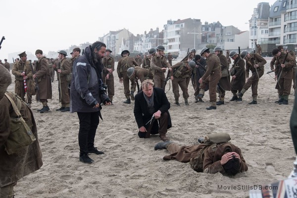 Dunkirk - Behind the scenes photo of Christopher Nolan & Fionn Whitehead