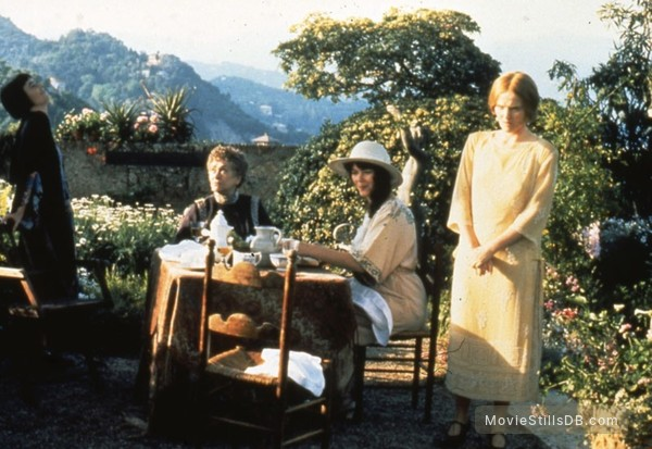 Enchanted April - Publicity still of Polly Walker, Joan Plowright, Josie Lawrence & Miranda Richardson