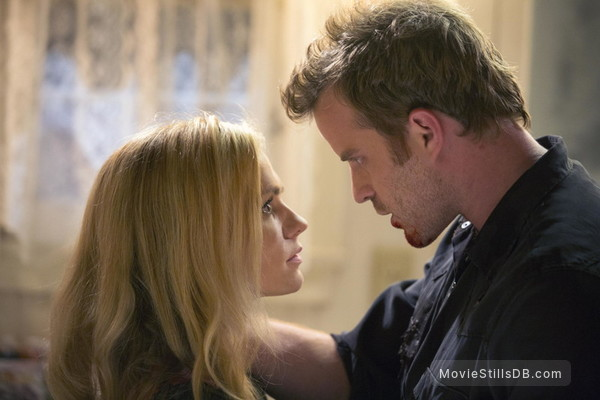 True Blood - Publicity still of Anna Paquin & Robert Kazinsky
