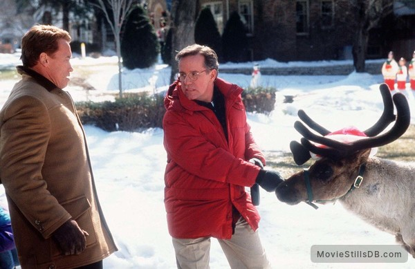 Jingle All The Way - Publicity still of Arnold Schwarzenegger & Phil Hartman