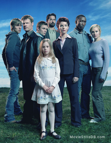 The 4400 - Promo shot of Mahershala Ali, Joel Gretsch, Conchita Campbell, Billy Campbell, Chad Faust, Jacqueline McKenzie, Laura Allen & Patrick John Flueger