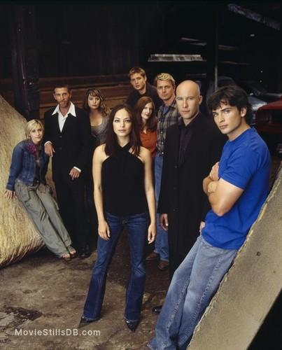 Smallville - Promo shot of Michael Rosenbaum, Tom Welling, Kristin Kreuk, John Schneider, Annette O'Toole, Jensen Ackles, John Glover, Allison Mack & Erica Durance