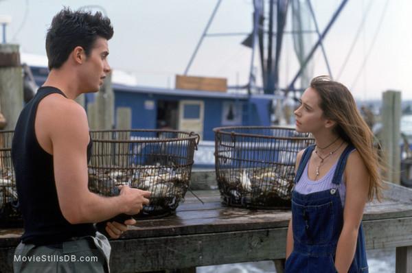 I Still Know What You Did Last Summer - Publicity still of Freddie Prinze Jr. & Jennifer Love Hewitt