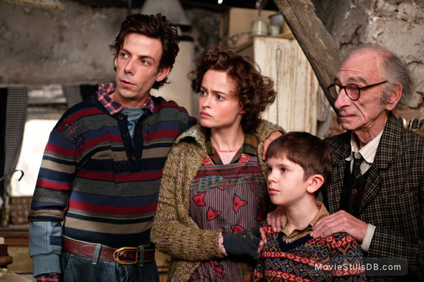 Charlie and the Chocolate Factory - Publicity still of Helena Bonham Carter, Freddie Highmore, David Kelly & Noah Taylor