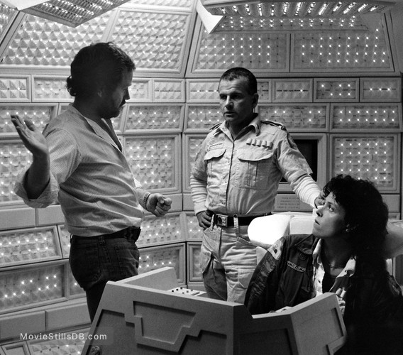 Alien - Behind the scenes photo of Ridley Scott, Sigourney Weaver & Ian Holm