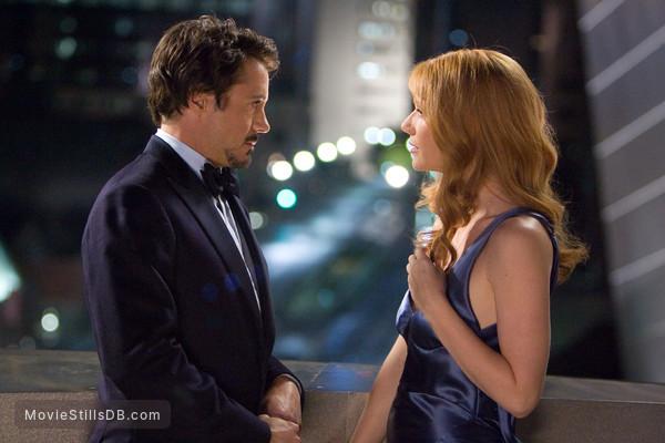 Iron Man - Publicity still of Robert Downey Jr. & Gwyneth Paltrow