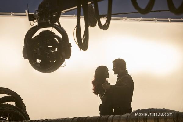 Guardians of the Galaxy Vol. 2 - Behind the scenes photo of Zoe Saldana & Chris Pratt