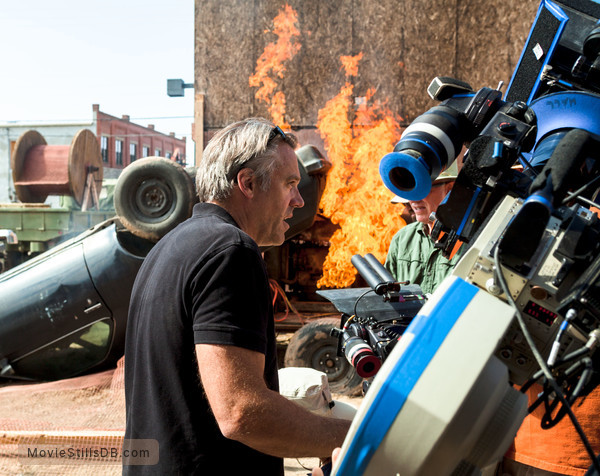 Transcendence - Behind the scenes photo of Wally Pfister