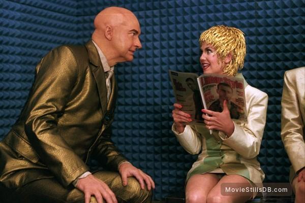 The Adventures Of Pluto Nash - Publicity still of Randy Quaid & Lana Underwood