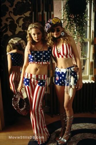 Dick - Publicity still of Kirsten Dunst & Michelle Williams