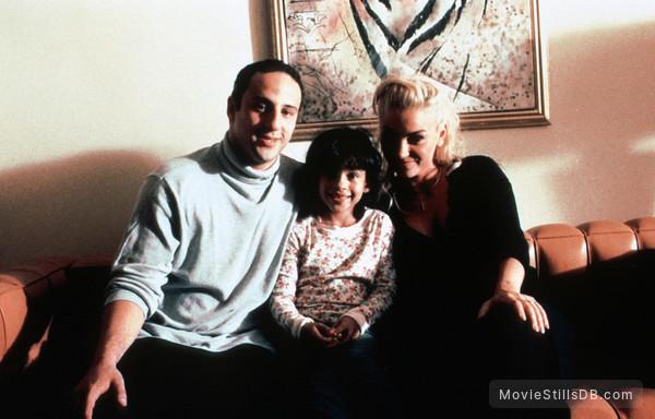 'R Xmas - Publicity still of Drea de Matteo, Lillo Brancato & Lisa Valens