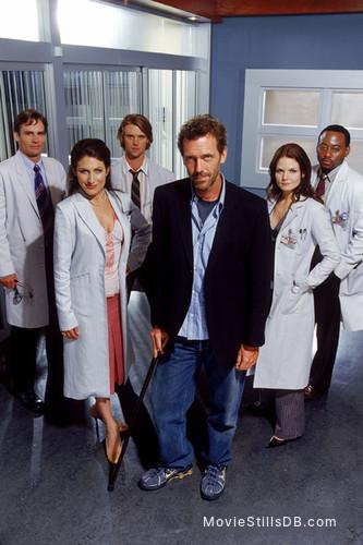 House M.D. - Promo shot of Hugh Laurie, Lisa Edelstein, Jesse Spencer, Omar Epps, Robert Sean Leonard & Jennifer Morrison