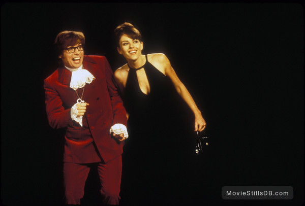 Austin Powers: International Man of Mystery - Publicity still of Mike Myers & Elizabeth Hurley
