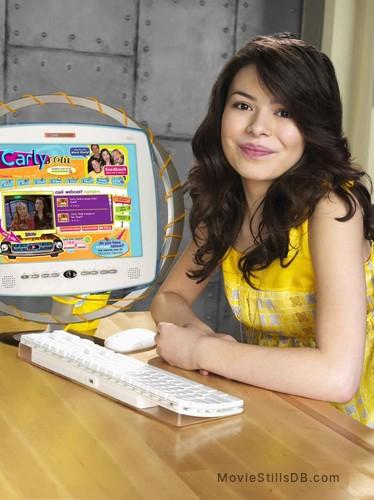 iCarly - Promo shot of Miranda Cosgrove
