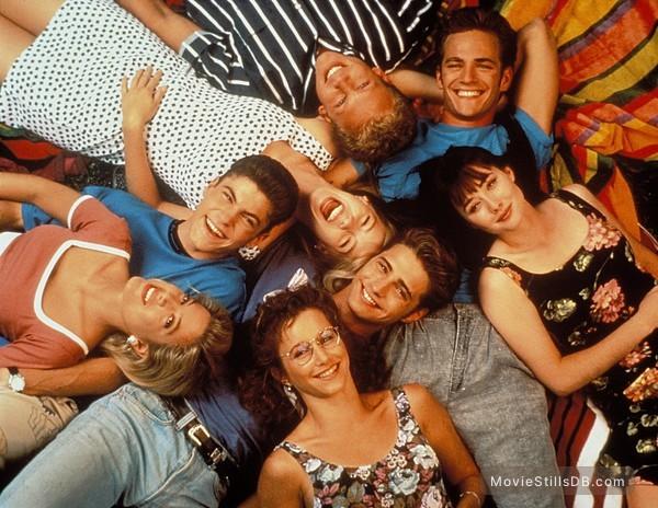 Beverly Hills, 90210 - Promo shot of Tori Spelling, Brian Austin Green, Shannen Doherty, Luke Perry, Jennie Garth, Jason Priestley, Ian Ziering & Gabrielle Carteris
