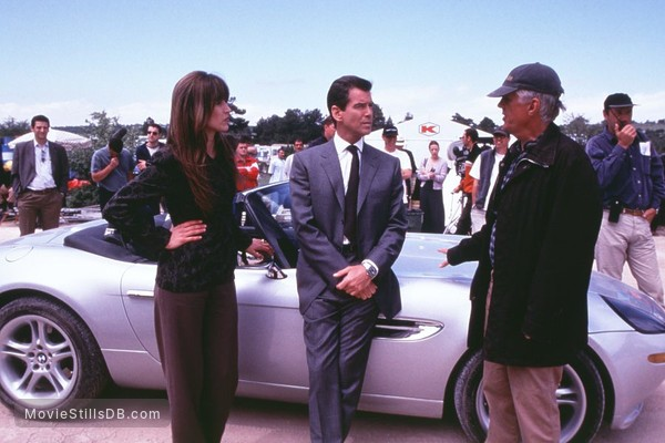 The World Is Not Enough - Behind the scenes photo of Pierce Brosnan, Sophie Marceau & Michael Apted