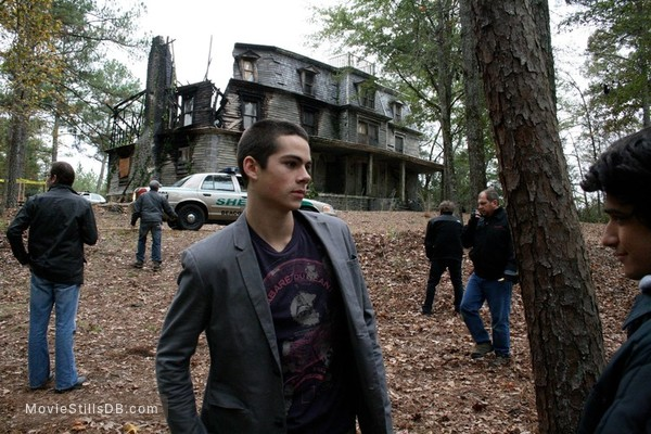 Teen Wolf - Behind the scenes photo of Tyler Posey & Dylan O'Brien