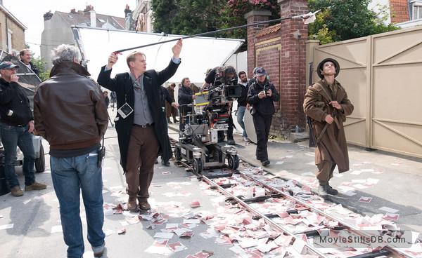 Dunkirk - Behind the scenes photo of Fionn Whitehead, Hoyte van Hoytema & Christopher Nolan