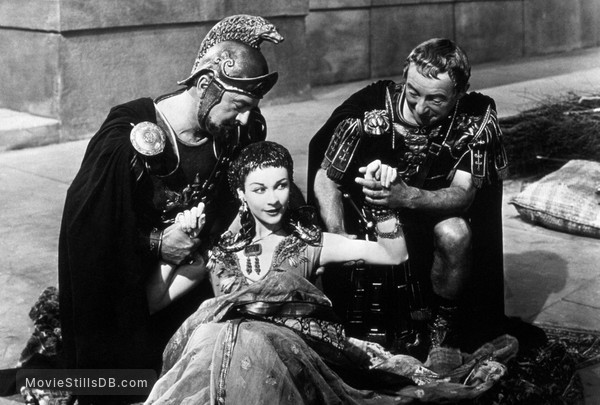 Caesar and Cleopatra - Publicity still of Vivien Leigh, Claude Rains & Basil Sydney