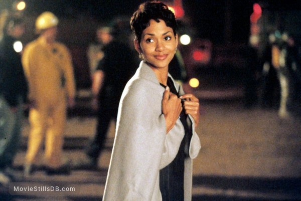 Executive Decision - Publicity still of Halle Berry