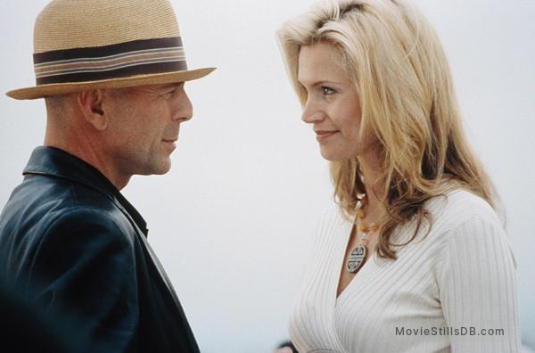 The Whole Ten Yards - Publicity still of Bruce Willis & Natasha Henstridge