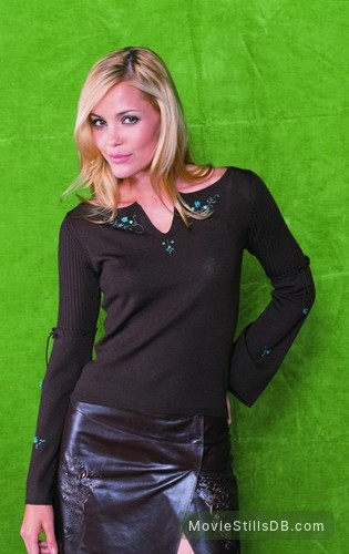 Popular - Promo shot of Leslie Bibb