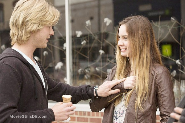 1 Mile to You - Publicity still of Liana Liberato & Graham Rogers
