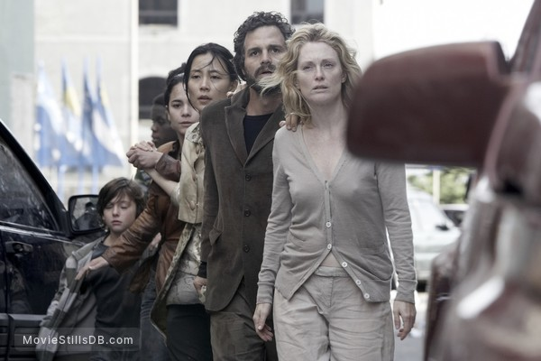 Blindness - Publicity still of Yoshino Kimura, Alice Braga, Mark Ruffalo & Julianne Moore
