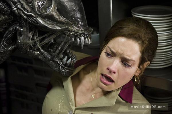AVPR: Aliens vs Predator - Requiem - Publicity still of Gina Holden