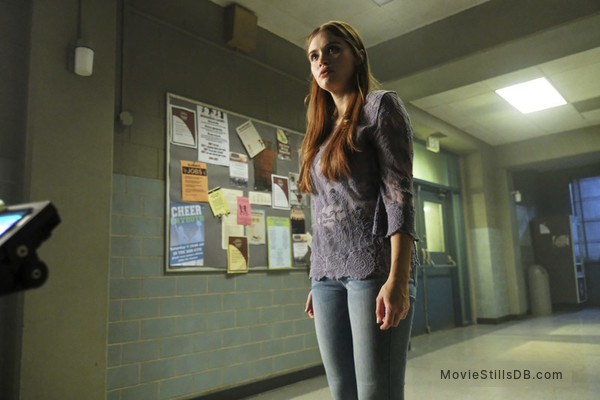 Teen Wolf - Behind the scenes photo of Holland Roden