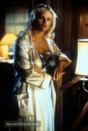 Naked Gun 33 1/3: The Final Insult - Publicity still of Anna Nicole Smith